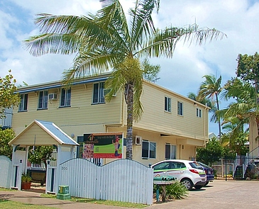 Outside photo of 300 Draper Street most popular with backpackers and travellings working and living in Cairns
