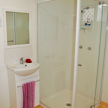 Downstairs bathroom at Scotts Place Apartment with rooms to rent for student and budget backpackers