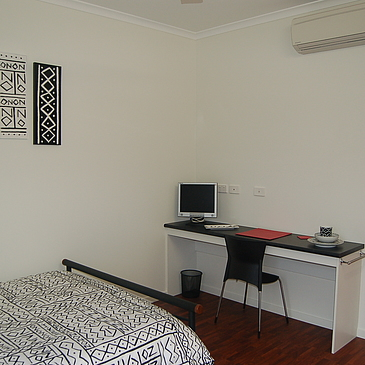 Room-5-desk